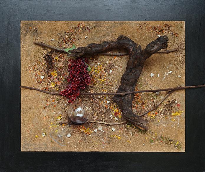 Tableau fond de sables colorés, cep de vigne, grappe poivrier et verre
