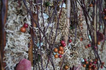 Tableau de lichen glané et brindilles de bouleau