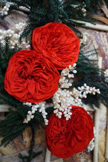 Tableau de roses anglaises sur fibres de bananier