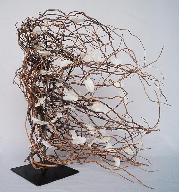 Sculpture sur socle métal avec bois de saule tortuosa