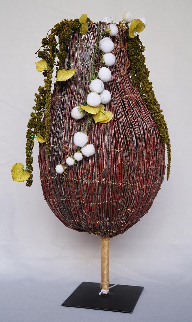 Sculpture avec support en métal, bouleau, fil de métal doré et garniture